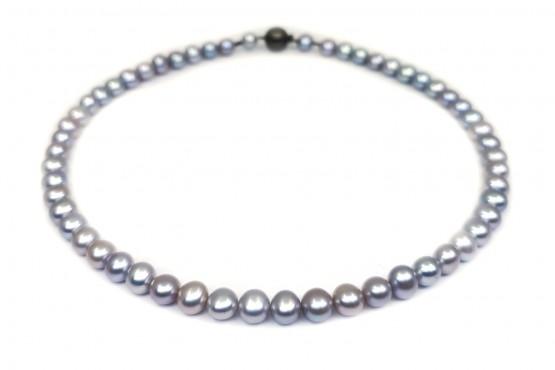Graue Perlenkette mit geschwärztem Silberschloss
