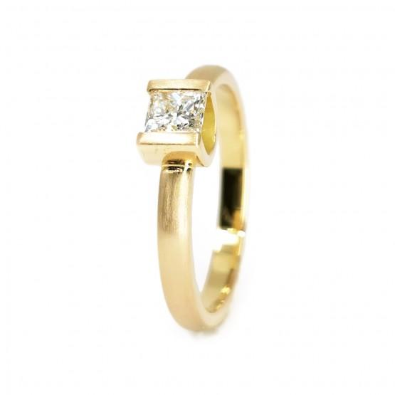 Goldring mit Diamant Quadrat