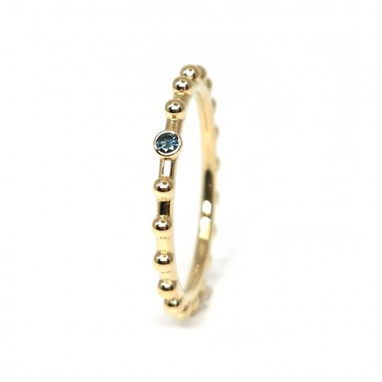 Kugelring mit blauem Diamant