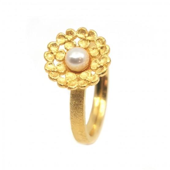 Verspielter Perlenring